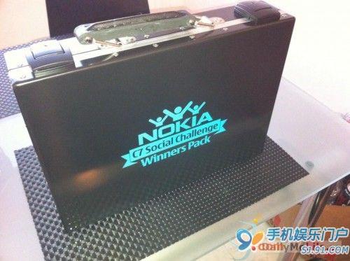 诺基亚Social Challange版C7开箱图